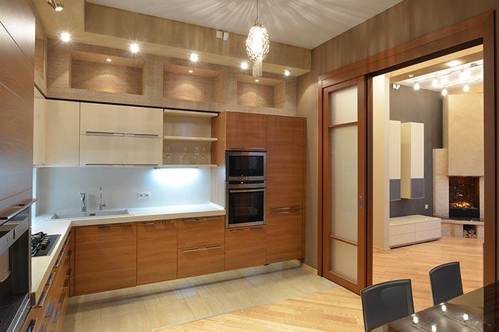 Исполнение интерьера кухни в современном стиле